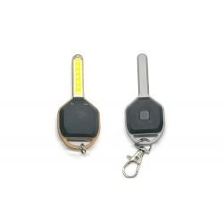 Breloc cu lumina LED, in forma de cheie