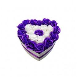 Aranjament din 22 trandafiri de sapun in cutie alba si in forma de inima