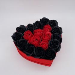 Aranjament Floral in forma de Inima, 19 Trandafiri Rosii/Negri, Cutie Rosie de Catifea, Mic