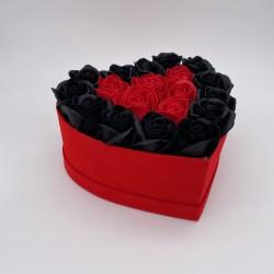 Cutie cu trandafiri in forma de Inima, 19 Trandafiri Rosii/Negri, Cutie Rosie de Catifea, Mic
