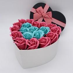 Aranjament Floral in forma de Inima, 25 Trandafiri Turcoaz/Roz, Cutie cu Funda, Mediu