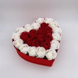 Cutie cu trandafiri in forma de Inima, 25 Trandafiri Rosii/Albi, Cutie Rosie de Catifea, Mediu