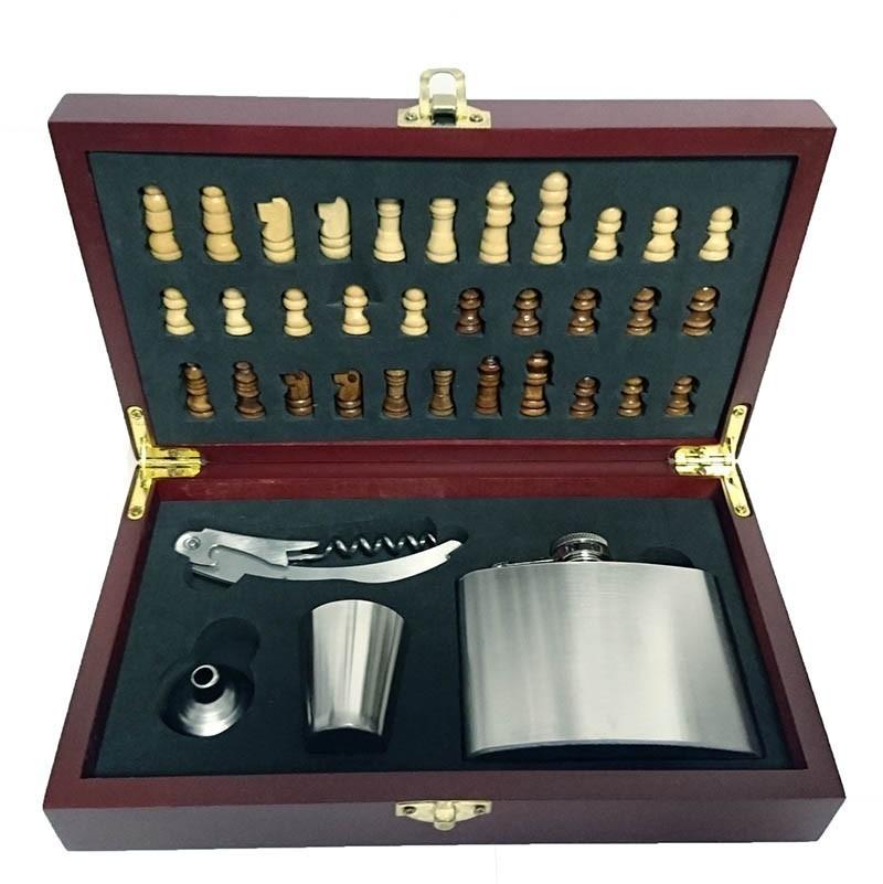 Set cadou pentru desfacut sticla de vin cu tabla de sah